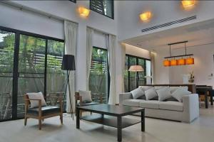 For RentTownhouseSukhumvit, Asoke, Thonglor : ** Single House With 4 bedroom & Private Pool in Thonglor, Near BTS Thonglor