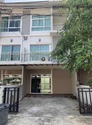 For SaleTownhousePattanakan, Srinakarin : 3-storey townhome for sale, The Metro Rama 9 village, 18.8 sq m. 3 bedrooms, 3 bathrooms, price only 3.7 million, very good price guarantee, very good value.