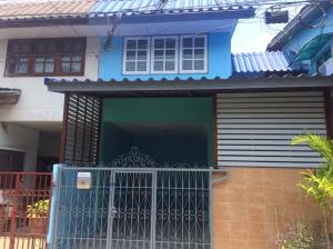 For SaleTownhousePattanakan, Srinakarin : Townhouse for sale, made beautiful, cheap, Pattanakarn 20, intersection 21