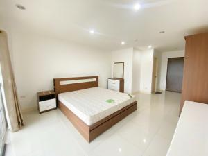 For SaleCondoOnnut, Udomsuk : Urgent sale, The Green 2 @ Sukhumvit 101 Condo, near BTS Punnawithi, fully furnished, ready to move in.