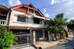 For SaleHouseNawamin, Ramindra : Twin house for sale on Ram Inthra Road km.12, area 35 sq m, near Fashion Island, on the main road.