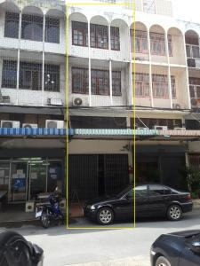 For RentShophouseLadprao, Central Ladprao : 1 commercial building near BTS Phahon Yothin 24 station for rent only 28,000 baht.