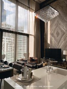 ขายคอนโดสุขุมวิท อโศก ทองหล่อ : *SALE* Vittorio Duplex 2 Bedrooms 168 sq.m. : 72 MB [Tel 081-919-7975]