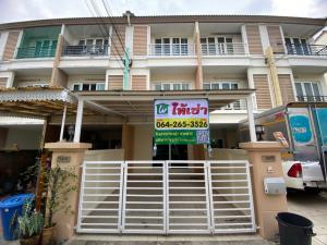 For RentTownhouseKaset Nawamin,Ladplakao : 3-storey townhome for rent, Casa City 2, Sukonthasawat, 3 bedrooms, 3 bathrooms, fully furnished, good location