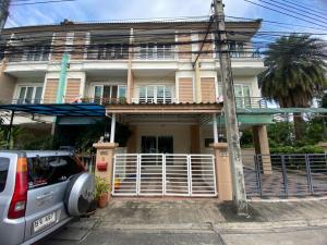 For RentTownhouseKaset Nawamin,Ladplakao : 3-storey townhome for rent Casa City 2 Sukontasawat (Casa City 2) Ladprao, good location with furniture.