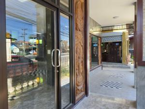 For SaleShowroomChiang Mai, Chiang Rai : Loft vintage shop for sale With empty land 323 square wa