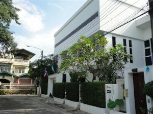 For RentOfficeKaset Nawamin,Ladplakao : BH682 Office for rent on Nawamin Road (Bang Kapi) 2 floors and a poolside terrace 1 bathroom Bueng Kum District 20,000 baht / month