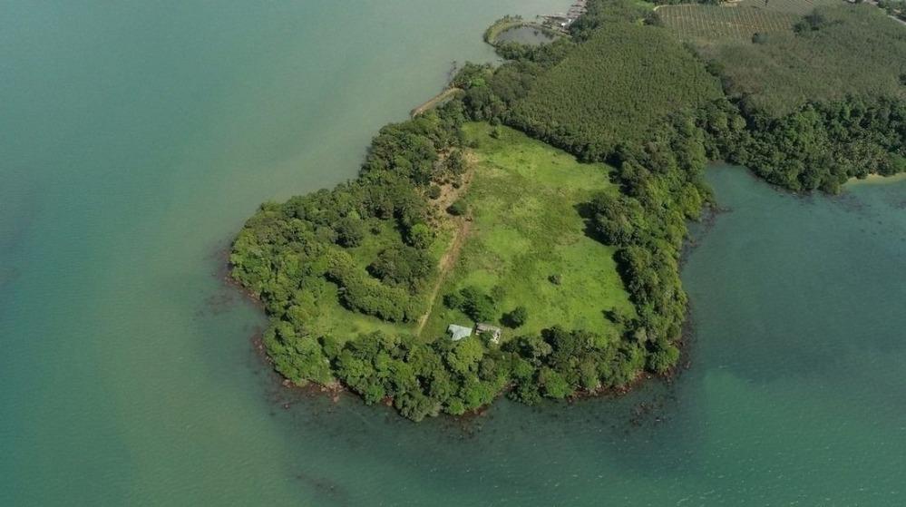 ขายที่ดินตราด : ที่ดินเปล่า 37 ไร่ ติดทะเล 3ด้าน บนทำเลที่ดีที่สุด อ.แหลมงอบ จ.ตราด