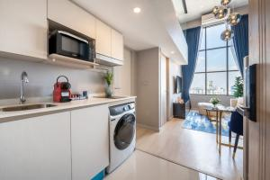 For SaleCondoSathorn, Narathiwat : ** Amazing price With a Duplex room decorated in a luxury level ** best suited for you Knightsbridge Prime Sathorn