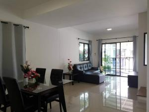 For RentTownhousePattanakan, Srinakarin : H302-Townhouse for rent, 2 floors. Pruksa Ville 73 Soi Pattanakarn 44, fully furnished and electrical appliances.