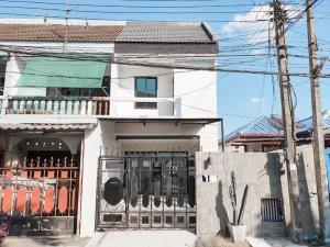 For SaleTownhouseKasetsart, Ratchayothin : Sale Townhome Senanikom 1 Soi 26 Intersection 3 3 bedrooms 2 bathrooms area 35 sq.w. 2 floors Selling price 5.2 million [renovated]