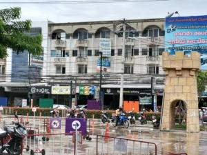 For SaleShophouseNawamin, Ramindra : Selling 4.5-storey commercial building, Watcharaphon Road, opposite Plearnary Mall, area 36. square meters, price 5.9 million baht.