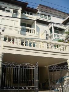 For RentTownhouseRama3 (Riverside),Satupadit : RT467 Townhouse for rent, 3 bedrooms, 4 bathrooms, Sri Krung Village, Rama 3 Road.