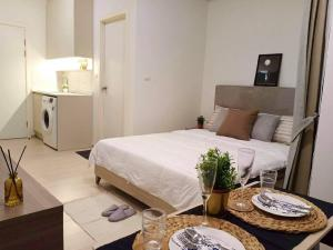 For RentCondoRatchadapisek, Huaikwang, Suttisan : 5 minutes to MRT Huai Khwang 8000 baht Eco chapter one beautiful room, cute price