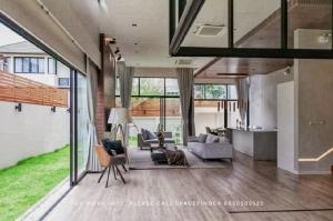 เช่าบ้านสุขุมวิท อโศก ทองหล่อ : 4 Bedrooms House With small garden For Rent in Ekkamai Area