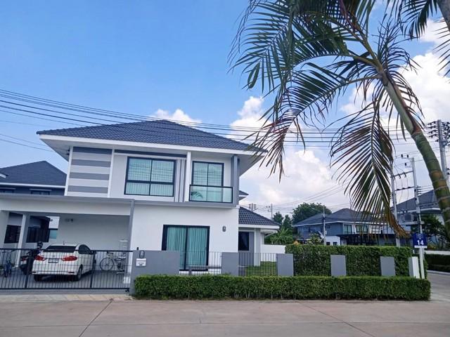 ขายบ้านพัทยา บางแสน ชลบุรี : ขายด่วน บ้านเดี่ยวมณีรินทร์ ไพรเวซี่ 76.7 ตร.วา หลังมุม ติดสวนสาธารณะ 4 ห้องนอน 3 ห้องน้ำ