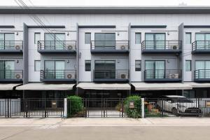 For SaleTownhouseLadkrabang, Suwannaphum Airport : Townhome 3 floors !! Baan Klang Muang, Rama 9 - On Nut