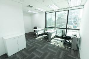 For RentOfficeWitthayu,Ploenchit  ,Langsuan : 【Office for rent Ready-made office next to BTS Chidlom】 at President Tower Building 3 minutes to Central World Convenient transportation, near expressway | Service Office Siam - Ploenchit - Chidlom, next to BTS