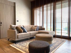 For RentCondoSukhumvit, Asoke, Thonglor : for rent the Lofts Asoke 2 bed very good price.