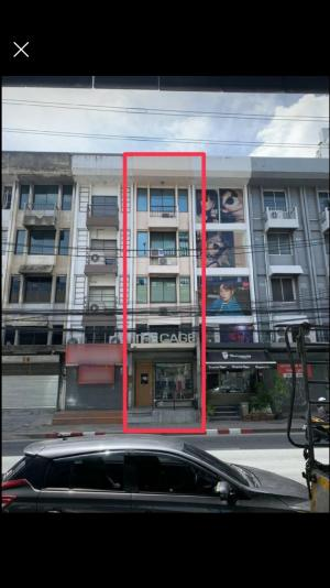 For RentShophouseLadprao, Central Ladprao : Rent a commercial building, 4 and a half, next to four lifts, Ratchada-Ladprao (opposite MRT Lat Phrao)