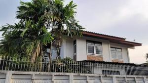 For SaleHouseSukhumvit, Asoke, Thonglor : House for sale The structure can still be renovated. Soi Pridi Banomyong 15 through Ekamai or Sukhumvit 65
