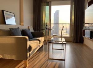 For RentCondoSathorn, Narathiwat : Rare Item! !! For Rent / Rent Condo Rhythm Sathorn 21, 37th floor, glass corner room, 270 degree view, overlooking the Chao Phraya River.