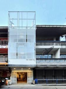 For RentShophouseOnnut, Udomsuk : 4-storey commercial building for rent, good location, Phra Khanong, size 190 sqm., Newly decorated, convenient to travel Expressway Sukhumvit 62, Sukhumvit, Bangna, Srinakarin, good location, just 300 from Bang Chak bts.