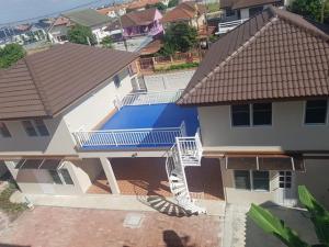 For RentHouseLadkrabang, Suwannaphum Airport : RH465 ให้เช่าบ้าน 2 หลัง 6 ห้องนอน 4 ห้องน้ำ ใกล้สุวรรณภูมิ ทำออฟฟิศได้