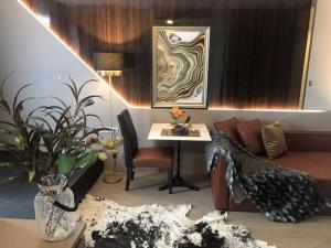 For SaleCondoSiam Paragon ,Chulalongkorn,Samyan : owner for sale Ashton Chula Silom room (Ashton chula-silom) Condo next to Chula University, 24.5 sqm, fully furnished, 25th floor, price 6.19 mb. .Chula 0626562896 Ray