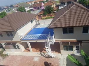 For RentHouseSamrong, Samut Prakan : For rent, 2 detached houses, 6 bedrooms, Chamchuri 2 Village, Bang Phli, near Suvarnabhumi Airport.