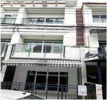 For RentTownhouseLadprao 48, Chokchai 4, Ladprao 71 : House for rent / sale in Klang Muang Ladprao Chokchai 4. Soi Ladprao Wanghin 53, selling only 5.5 million. Tel: 0990964478