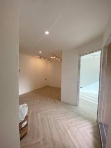 For SaleCondoChiang Mai, Chiang Rai : C113NUS Condo for sale in the middle of Nimman, 2 bedrooms, Doi view, cheap !!