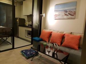 เช่าคอนโดพัทยา บางแสน ชลบุรี : ให้เช่า The Base Central Pattaya เนื้อที่ 30 ตร.ม.วิวสระ พร้อมเข้าอยู่ 1 ห้องนอน 1 ห้องน้ำ เครื่องซักผ้าในห้อง