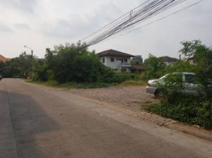 For RentLandOnnut, Udomsuk : For rent, excellent location, suitable for condo building, land, Ekamai land, 2 jobs, cheapest