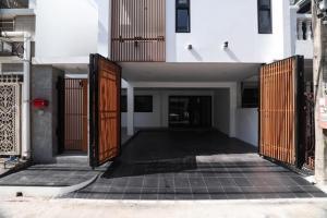 For RentHome OfficeRama3 (Riverside),Satupadit : Rtj602 2 storey home office for rent, Sathupradit Soi 15, Chong Nonsi.