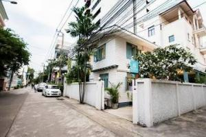For RentHouseNana, North Nana,Sukhumvit13, Soi Nana : Single house for rent in Sukhumvit Soi 8 ** Special 90,000 baht per month from normal 100,000 baht per month **