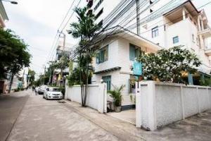 For RentHouseNana, North Nana,Sukhumvit13, Soi Nana : Single house for rent in Sukhumvit Soi 8 ** Special 90,000 baht per month from normal 100,000 baht per month **