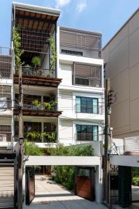 For RentTownhouseNana, North Nana,Sukhumvit13, Soi Nana : Rent 3-story townhome, super cool, near BTS Nana
