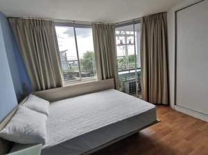 For RentCondoBangna, Lasalle, Bearing : Condo for rent, Swift Condo, near Abac, Bangna, fully furnished + electrical appliances.