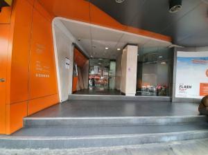 เช่าตึกแถว อาคารพาณิชย์สีลม ศาลาแดง บางรัก : ให้เช่าอาคาร 4 ชั้น ขนาด 370 ตรม. ทำเลดีมากติดถนนเจริญกรุง ตรงข้ามโรบินสัน บางรัก (เดิมเป็น ธนาคาร ธนชาต สาขาบางรัก) ฝั่งตรงข้ามซอยเจริญกรุง 50 ใกล้ไปรษณีย์กลาง ย่านสีสม สถานทูตฝรั่งเศส ศูนย์การค้าริเวอร์ซิตี้