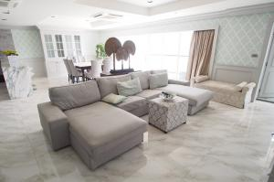 For RentCondoSukhumvit, Asoke, Thonglor : Mansion with pet friendly on Sukhumvit 31 for rent: 4 bedrooms for 270 sqm. on 21st floor with study room and maid quarter with nice decorated and nice furnished and fully electrical.Just 360 m. to Srinakarinwiroj