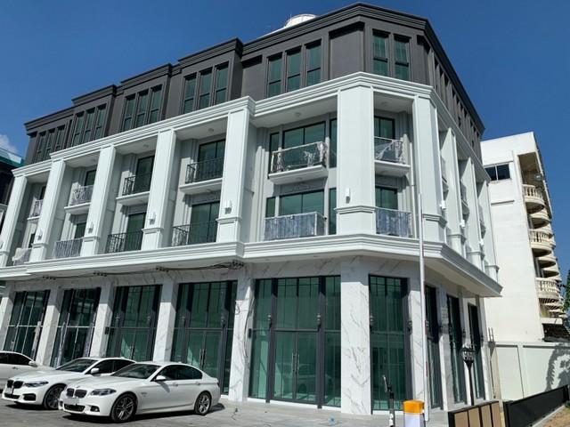 เช่าตึกแถว อาคารพาณิชย์สีลม ศาลาแดง บางรัก : ให้เช่าอาคารพาณิชย์4.5ชั้นพร้อมลิฟท์ส่วนตัว ย่านอ่อนนุช หลังมุม ติดถนน  ใกล้BTSศรีนุช