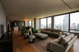 เช่าคอนโดวิทยุ ชิดลม หลังสวน : For Rent Sindhorn Residence Near BTS Ploenchit Penhouse 347.36 SQ.M 3 Bedrooms 4 Bathrooms + Maid room 420,000.-/Month