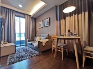 For RentCondoSukhumvit, Asoke, Thonglor : (Empty) For Rent The Lumpini 24 (800 m to BTS Prompong) floor 24th Room Type: 1 Bed 30.5 sq.m rent rate: 18000 (1 year contract)