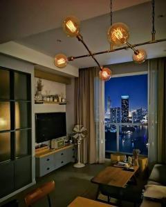 For SaleCondoRama3 (Riverside),Satupadit : Condo for sale Menam Residence. Fully and beautifully furnished. 33rd floor with river view. Ready to move in. Near bts Taksin. Super speacial price+++
