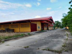 ขายโรงงานพัทยา บางแสน ชลบุรี : ขายโรงงานเนื้อที่ 92 ไร่ 2 งาน พื้นที่ใช้สอยทั้งหมด 5,449 ตารางเมตร พร้อมใบอนุญาติ ร.ง 4 อำเภอบ้านบึง จังหวัดชลบุรี ราคาขาย 170 ล้านบาท
