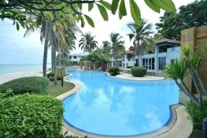 For SaleHouseCha-am Phetchaburi : Villas for sale Baan Suan Rim Haad Cha-am With a swimming pool in front of the house, 75 square meters.
