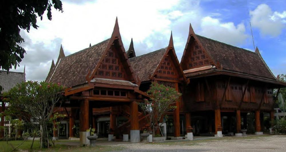 ขายบ้านเชียงใหม่ : ขายบ้านเรือนไทยสักทอง ติดแม่น้ำปิง สันป่าตอง เชียงใหม่