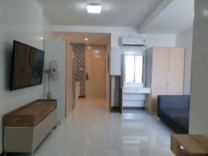 เช่าคอนโดรัชดา ห้วยขวาง : 1671-A😊 For RENT ให้เช่าห้อง Studio🚄ใกล้ MRT สุทธิสาร เพียง 5 นาที🏢ซิตี้ รูม รัชดา-สุทธิสาร City Room Ratchada-Sutthisan🔔พื้นที่:30.00ตร.ม.💲เช่า:10,000.-บาท📞:099-5919653✅LineID:@sureresidence