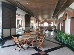 For RentCondoSukhumvit, Asoke, Thonglor : Condo 2 bedrooms, 3 bathrooms, near BTS Asoke and Terminal 21. Las Colinas